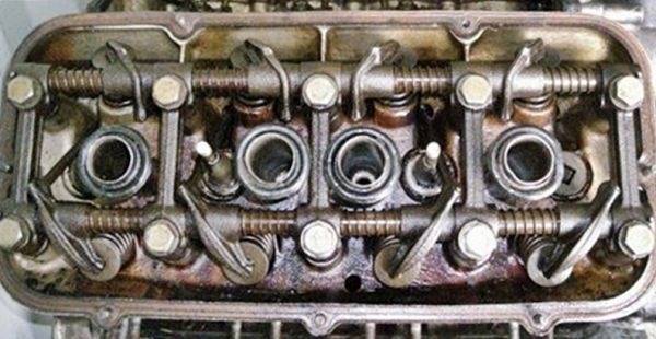 valve_covers_removed_from_4V__cleared_for_better_viewing.jpg